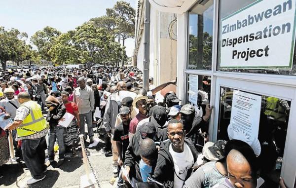 Zimbabweans-queue-for-permits-in-SA-Zimborderguide
